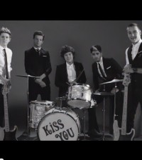 one-direction-kiss-you
